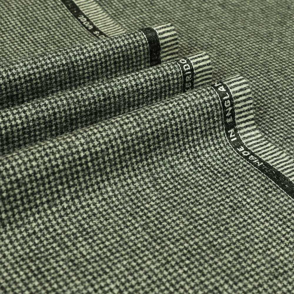 22030 Black and White Houndstooth Flannel